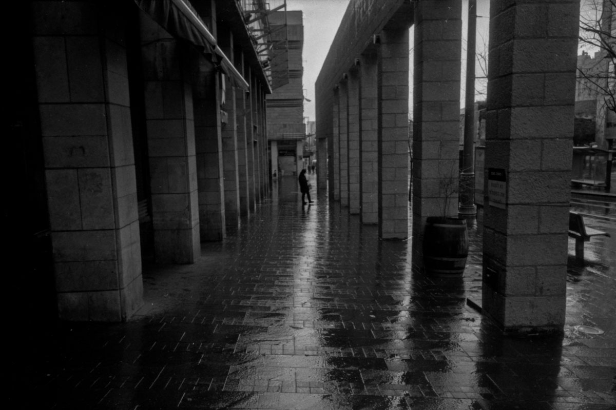 Rainy day in Jerusalem with Ricoh GR1s and ilford HP5 (part ii)