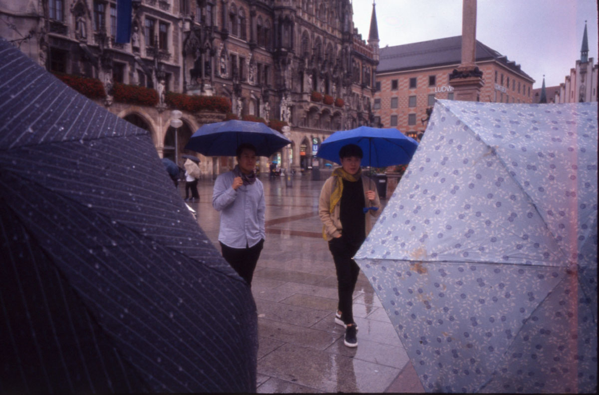 Rainy Munich colored with Provia 400F and Ricoh GR1s (i)