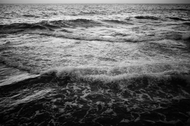 black_and_white_sea