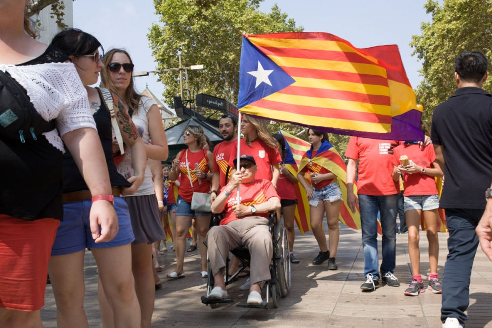 catalonian_vday_demonstration_barcelona