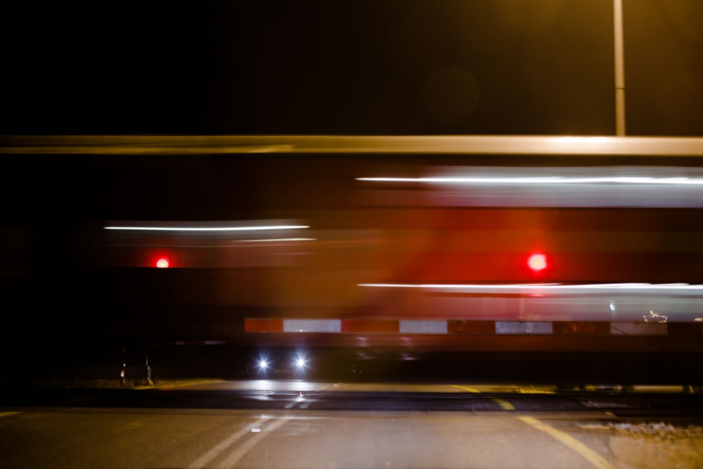 train_at_night